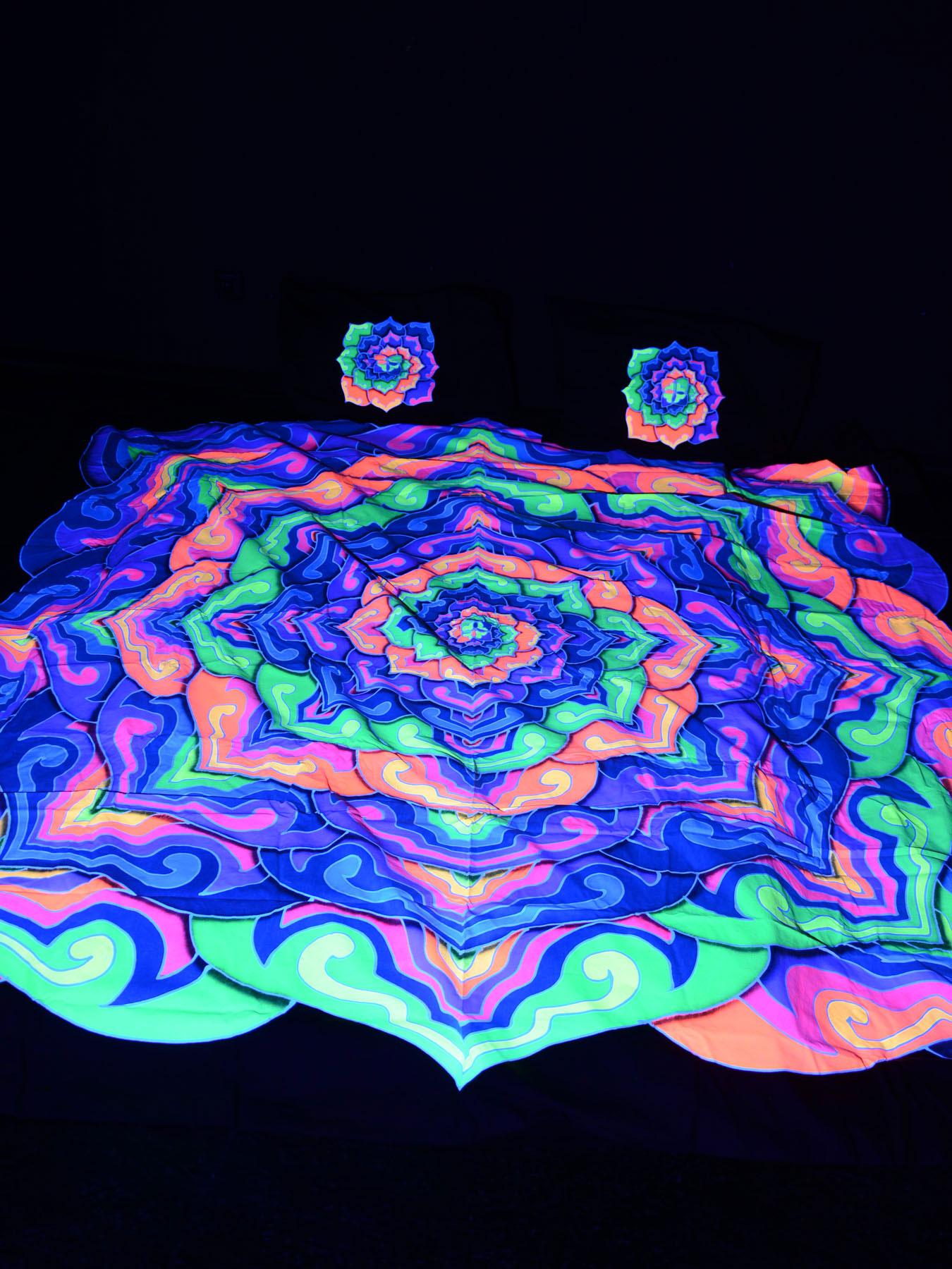 Schwarzlicht Bettwäsche King Size Neon Spiral Lotus